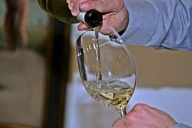 02911-wine-786925__180.jpg
