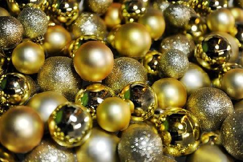 03060-christmas-balls-1831975__340.jpg
