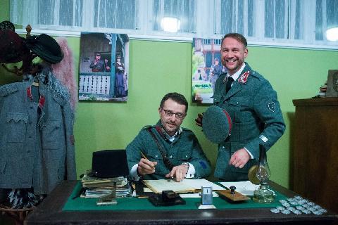 03918-Cetnicka_stanica_-_Eduard_Blaha,_Jan_Soucek_v_dobovych_zandarskych_uniformach_z_roku_1919.jpg